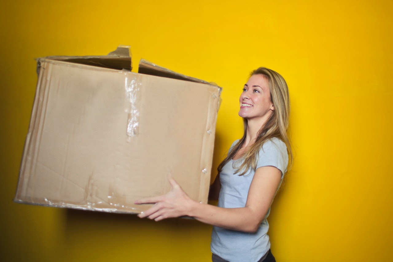 How to pay off your debt so you can move out | moving box
