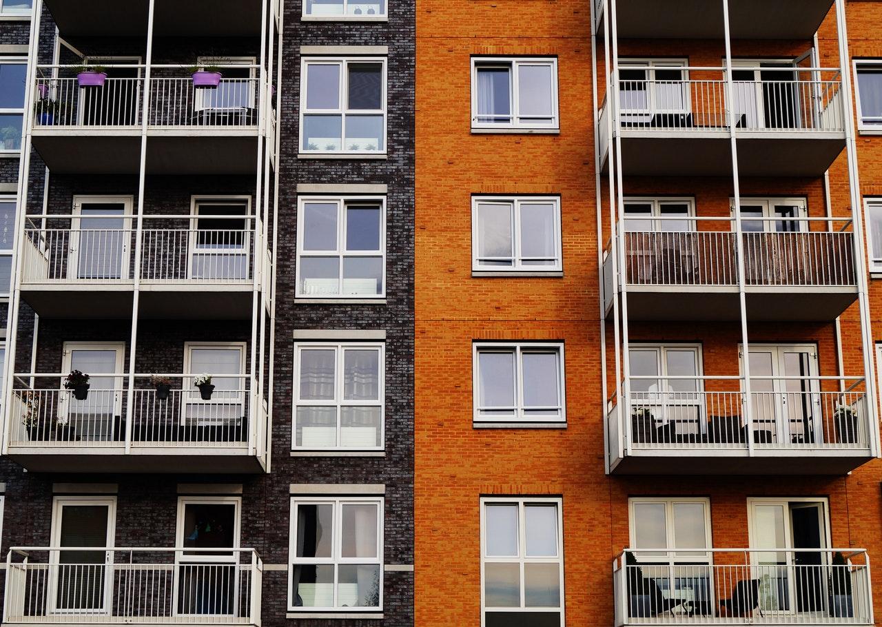 Multi-unit dwelling apartment complex